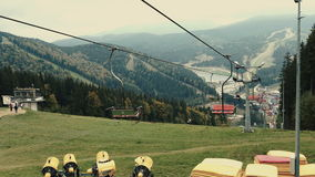 空中览绳驾空滑车或缆索铁路山顶面秋天 股票视频
