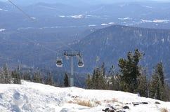 空中览绳的图象在山的 库存照片