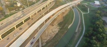 空中跨境I-10,北部I-45高速公路堆互换亦不 免版税库存图片