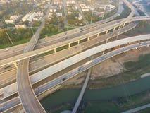 空中跨境I-10,北部I-45高速公路堆互换亦不 免版税库存照片