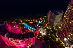 空中迈阿密海滩枫丹白露旅馆服务员舷梯和水池在ni 免版税库存照片