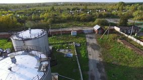 空中顶视图储油坦克 股票 大油箱的顶视图 影视素材