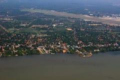 空中顶视图现代科伦坡机场&斯里兰卡的海岸地区 库存照片