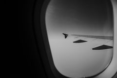 从空中飞机窗口的鸟瞰图在白天 图库摄影