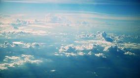 空中飞机窗口视图云彩,蓝色晴朗的天空 股票视频