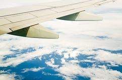 空中飞机翼 库存图片