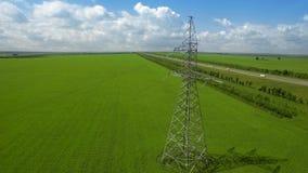 空中高压塔夏天光天空背景绿草推力飞行 影视素材