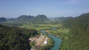 空中高地图片谷河路和村庄房子 股票视频