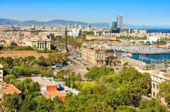 空中巴塞罗那barceloneta都市风景colom哥伦布column de district passeig权利被看到的街道视图 从Montjuic小山看的鸟瞰图 库存图片