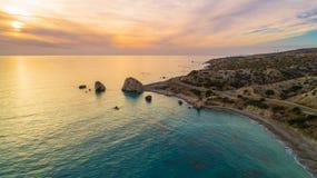 空中Petra tou Romiou,帕福斯,塞浦路斯 免版税图库摄影