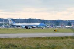空军一号在苏黎世Aiport 库存照片