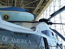 空军一号飞机和海军陆战队员一直升机在罗纳德・里根图书馆在Simi谷 库存图片