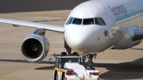 空客320 Eurowings拖曳 股票视频