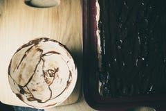 空巧克力的碗 库存图片