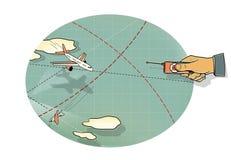 空战 人的手有飞机在飞行中控制板的,在峰顶和在路线的云彩和线的中一个弯 上升  皇族释放例证