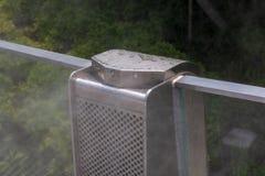 空气在一个公共场所安装的润湿器喷管 免版税库存照片