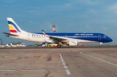 空气摩尔多瓦巴西航空工业公司190 免版税库存照片