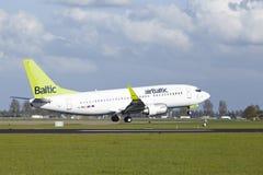 空气波罗地土地阿姆斯特丹史基浦机场-波音737  库存照片