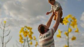 空气的父亲投掷的儿子 慢的行动 影视素材