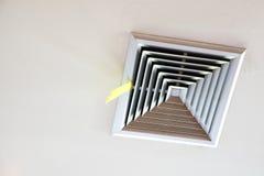空气管道天花板 免版税库存图片