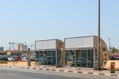 空气被适应的公共汽车站在迪拜 免版税库存图片