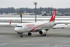 空气阿拉伯半岛飞机在鲍里斯皮尔机场 基辅,乌克兰 库存照片