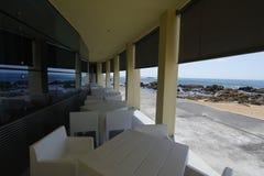 空海滩的咖啡馆 免版税库存照片