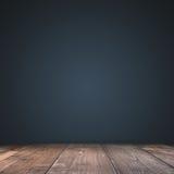 空深蓝与与作为backgrou的木地板演播室井用途 免版税库存照片