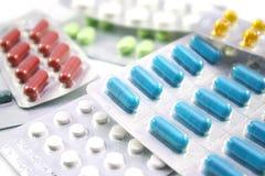 空白不同的查出的药片 免版税库存图片