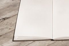 空白书老开放页 免版税库存照片