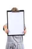 空白剪贴板藏品妇女 免版税库存图片
