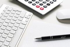 空白办公室纸文教用品工作区 免版税库存图片