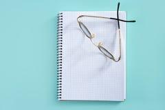 空白医生玻璃笔记本螺旋教师 免版税库存图片
