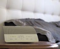空白噪声机器,制造任意声音的设备为睡眠援助使用了 免版税库存图片