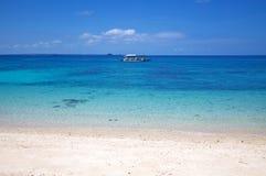 空白在Malapascua海岛,菲律宾的沙子热带海滩 免版税库存照片