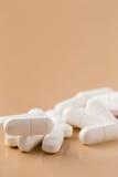 空白堆的药片 免版税库存照片