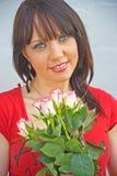 空白女孩桃红色的玫瑰 图库摄影