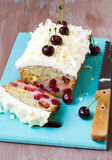 空白巧克力和樱桃大面包 库存图片