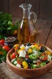 空白新鲜的希腊查出的路径沙拉的蔬菜 免版税图库摄影
