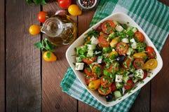 空白新鲜的希腊查出的路径沙拉的蔬菜 免版税库存图片