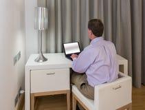 空白服务台的人和椅子在旅馆里 图库摄影
