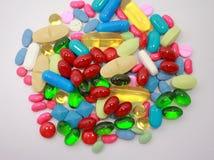 空白查出的药片 免版税库存图片