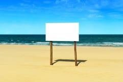 空白海滩符号 免版税库存照片