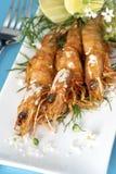 空白烤盛肉盘的大虾 库存图片