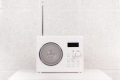 空白现代卫生间收音机 库存照片