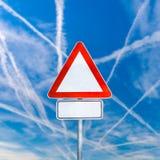 空白的三角交通警报信号 库存图片