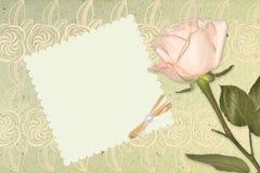 空白的与桃红色玫瑰的葡萄酒浪漫纸 免版税图库摄影