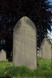 空白的严重石头在坟园 库存图片