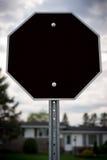 空白的八角型中止标志形状的黑标志 库存图片
