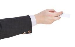 空白的名片侧视图在男性手上 免版税库存图片
